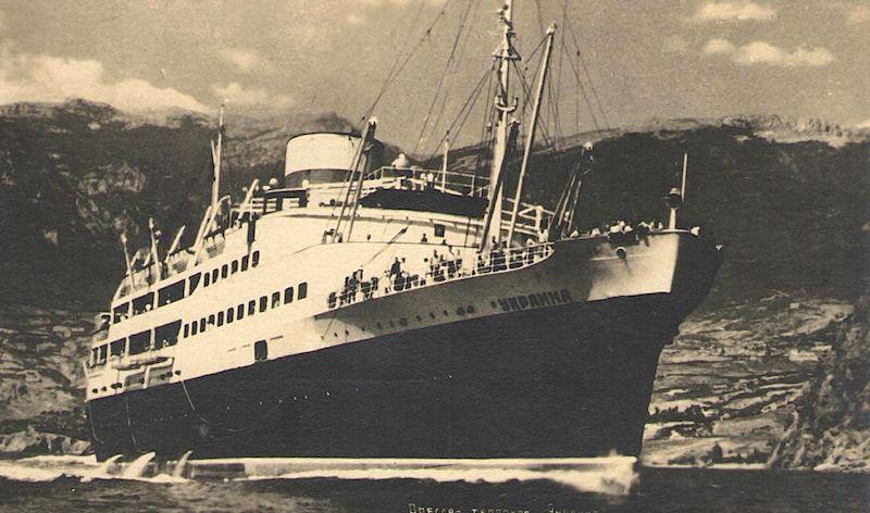 """Esta fue la estampa marinera del trasatlántico """"Ukraina"""" en sus primeros años de mar enarbolando bandera de la URSS"""