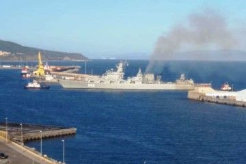 """El crucero """"Marshal Ustinov"""", a su llegada al puerto de Ceuta"""