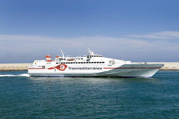 """El monocasco """"Almudaina Dos"""" es uno de los buques que cubre la línea Algeciras-Ceuta"""