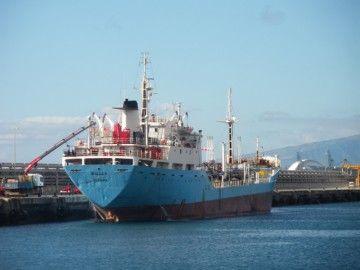 """El petrolero """"Iballa G."""", atracado en el puerto de Santa Cruz de Tenerife"""
