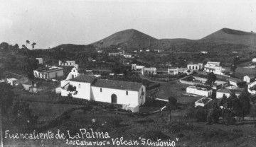 Panorámica del barrio de Los Canarios, hacia 1920. En primer término, la iglesia de San Antonio abad
