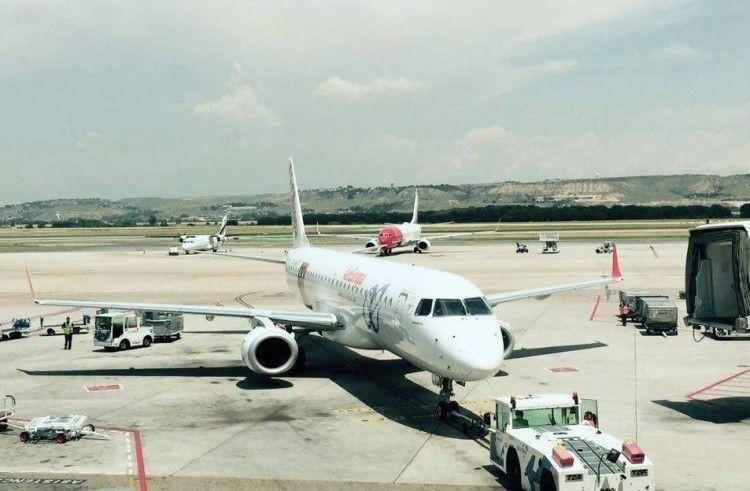 Avión Embraer 195LR de Air Europa en el aeropuerto Madrid-Barajas