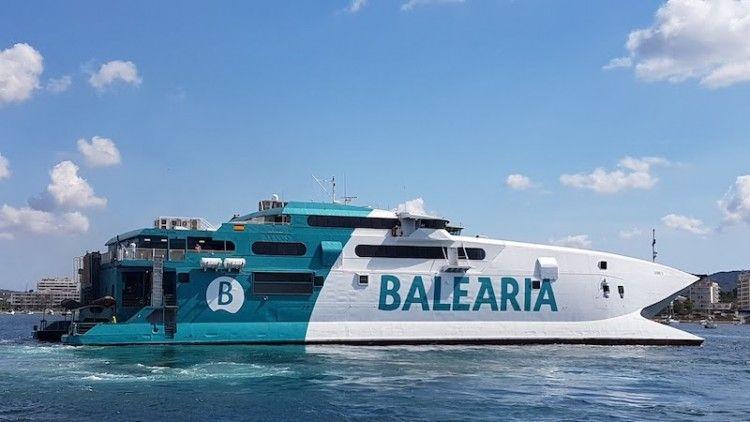 """El catamarán """"Jaume II"""" cruza el Atlántico camino de EE.UU."""