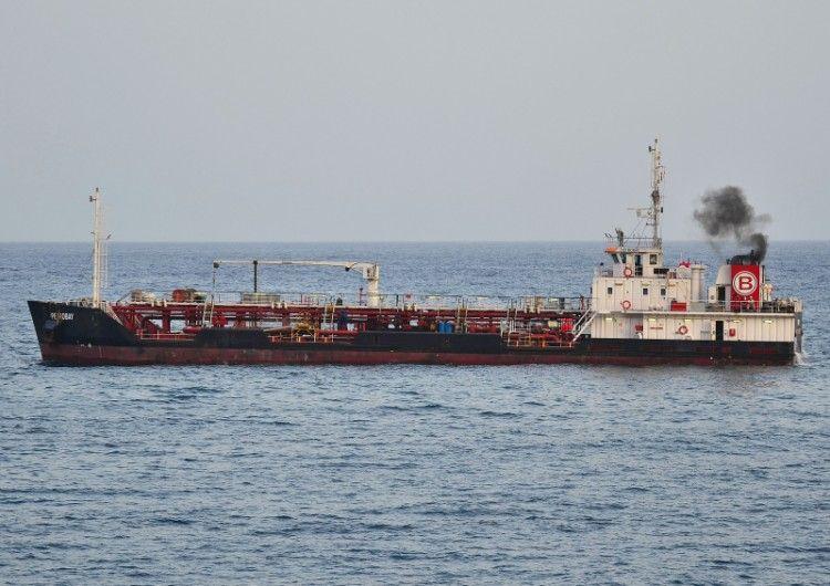"""La gabarra """"Petrobay"""" marcha a Ceuta"""