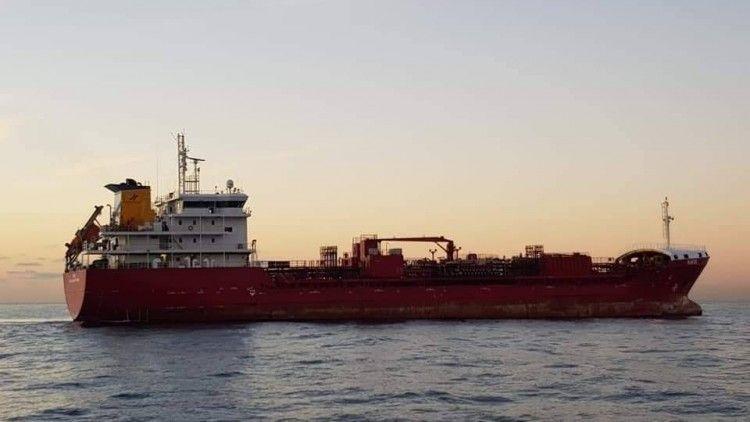 """El petrolero """"Dácil"""", a su llegada ayer al puerto tinerfeño"""