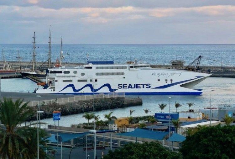 "El catamarán ""Champion Jet 1"", a su llegada esta tarde a Santa Cruz de Tenerife"