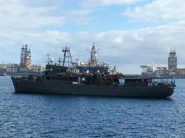"""El buque """"Cdt. Fourcault"""", fondeado en el puerto de Las Palmas de Gran Canaria"""