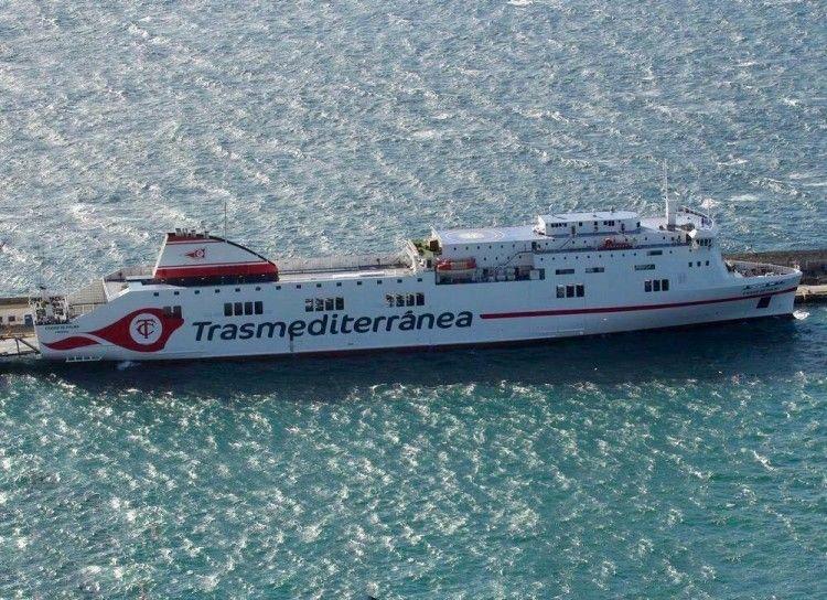 """El buque """"Ciudad de Palma"""" luce la nueva imagen corporativa de Trasmediterránea"""