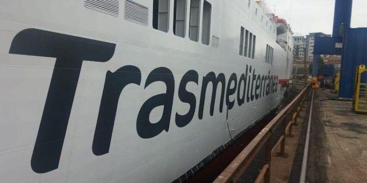 El nombre de la compañía naviera figura en ambos costados en su nueva tipología