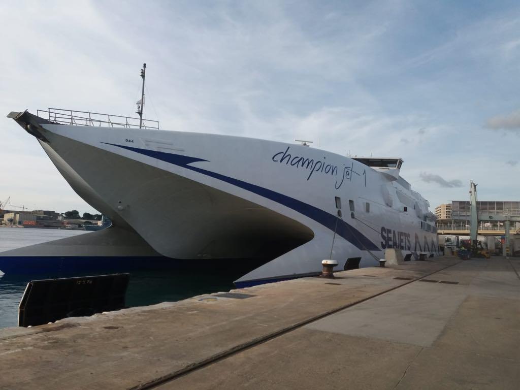 """El catamarán """"Champion Jet 1"""", esta mañana, atracado en el puerto de Palma"""
