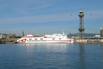 """El buque """"Ciudad de Palma"""", en su primera escala en el puerto de Barcelona"""