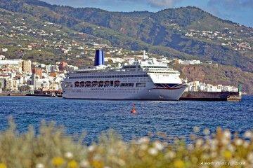 """El buque """"Oriana"""" estuvo hoy en el puerto de Santa Cruz de La Palma"""