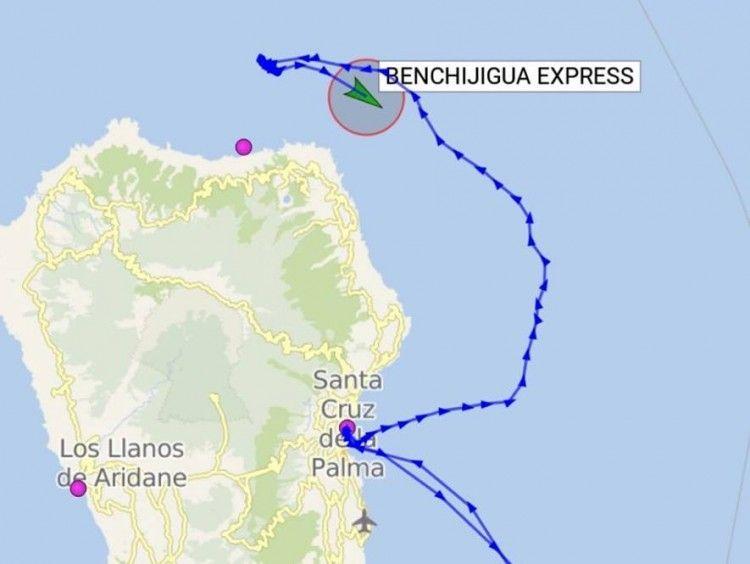 """Derrota seguida por el buque """"Benchijigua Express"""", anoche, en el noreste y norte de La Palma"""