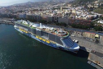 """El buque """"AIDAnova"""", en su primera escala en el puerto de Santa Cruz de Tenerife"""