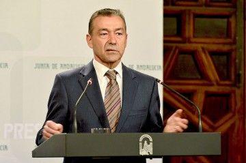 Paulino Rivero forma parte del equipo directivo del Grupo Armas-Trasmediterránea
