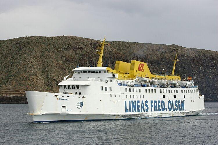 """El buque """"Barlovento"""", ex """"Bañaderos"""", en el puerto de Los Cristianos"""