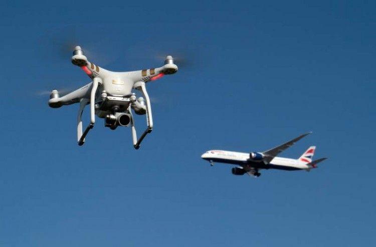 Cada vez se repiten más los incidentes de drones en aeropuertos y aviones