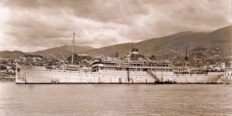 """El trasatlántico """"Urania II"""", fondeado en Funchal"""