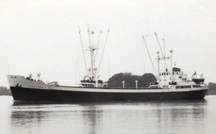 """Estampa marinera del buque """"Lago Isoba"""", en sus primeros años de mar"""