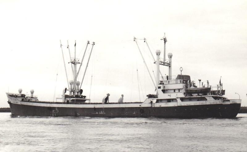 El buque era un carguero de dos bodegas y puntales en su primera etapa