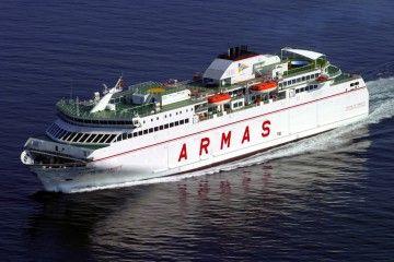 """El ferry """"Volcán de Tamasite"""" navega hacia el puerto de Las Palmas"""