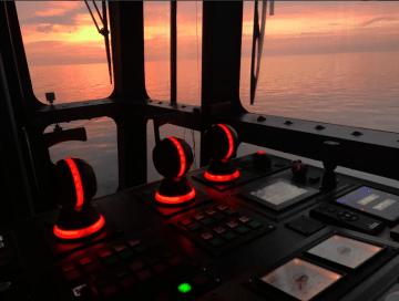 """Consola de control lateral del catamarán """"Betancuria Express"""""""