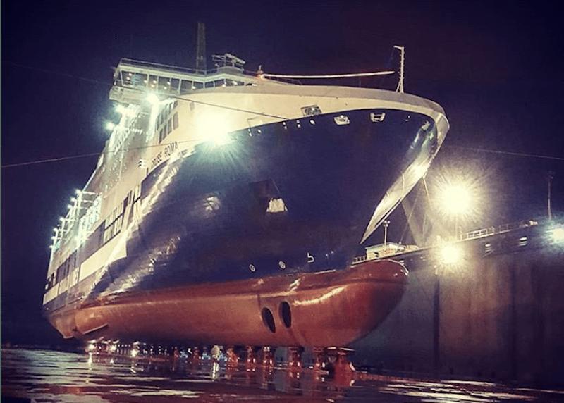 """El buque """"Cruise Roma"""", varado en el dique seco de Fincantieri Palermo"""