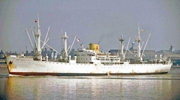 """El buque """"Monte Urquiola"""" , en aguas del río Támesis, en Londres"""