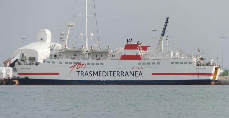 """El buque """"Nura Nova"""", visto en toda su eslora por la banda de babor"""