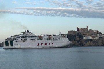 """Es posible que el ferry """"Volcán de Tinamar"""" participe en la línea Alcudia-Toulón"""