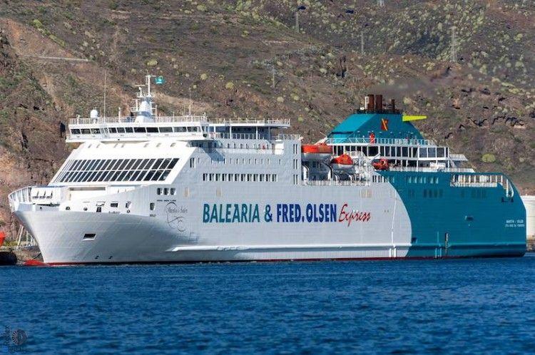 """El buque """"Martín i Soler"""" suspende escala en el puerto de Santa Cruz de Tenerife"""
