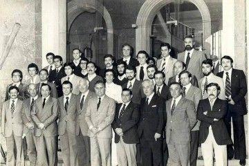 Foto de familia del curso de capitanes (1976) en la Escuela Oficial de Náutica de La Coruña