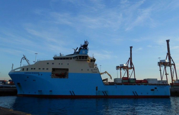 """El buque anclero """"Maersk Minder"""", en el puerto de Las Palmas de Gran Canaria"""