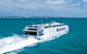 """El catamarán """"Express 4"""", en pruebas de mar"""