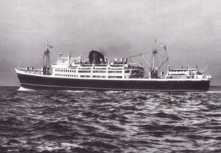 """El buque """"Satrústegui"""", a su salida del puerto de Barcelona"""