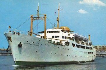 """El buque """"Ciudad de Granada"""", visto por la amura de babor"""