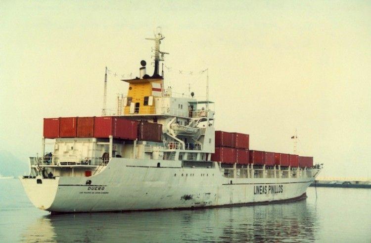 """El buque """"Duero"""", en una de sus escalas en el puerto de Santa Cruz de Tenerife"""