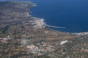 Panorámica aérea de la comarca de las Breñas y Santa Cruz de La Palma. Se aprecia el aeropuerto de Buenavista