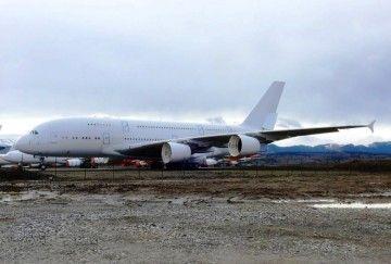 Uno de los aviones A380 ex SIA, en proceso de desmantelamiento