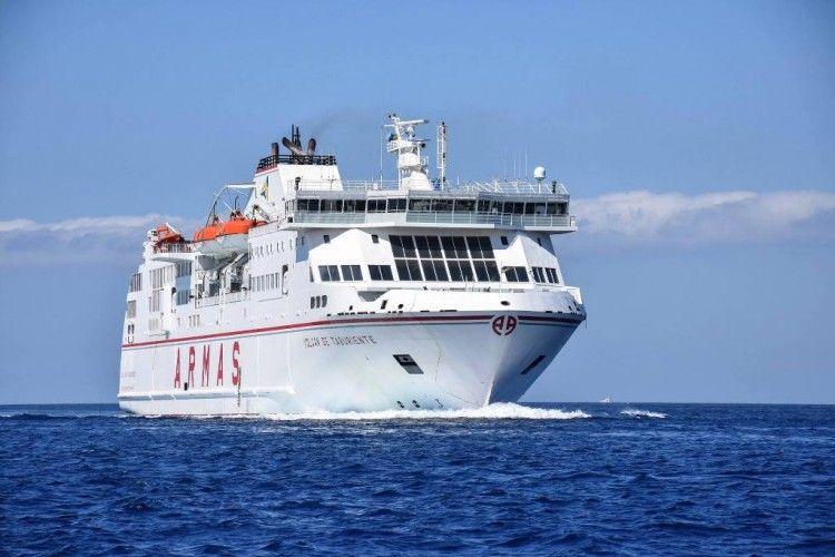 """El ferry """"Volcán de Taburiente"""" hizo un viaje especial a El Hierro"""