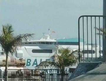 """El catamarán """"Jaume I"""" está de escala técnica en Santa Cruz de Tenerife"""