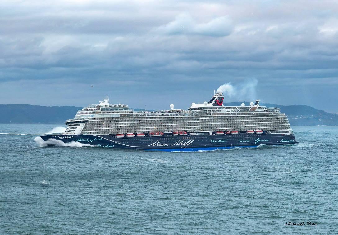 """El buque """"Mein Schiff 2"""" realizó su primera escala en el puerto de A Coruña"""