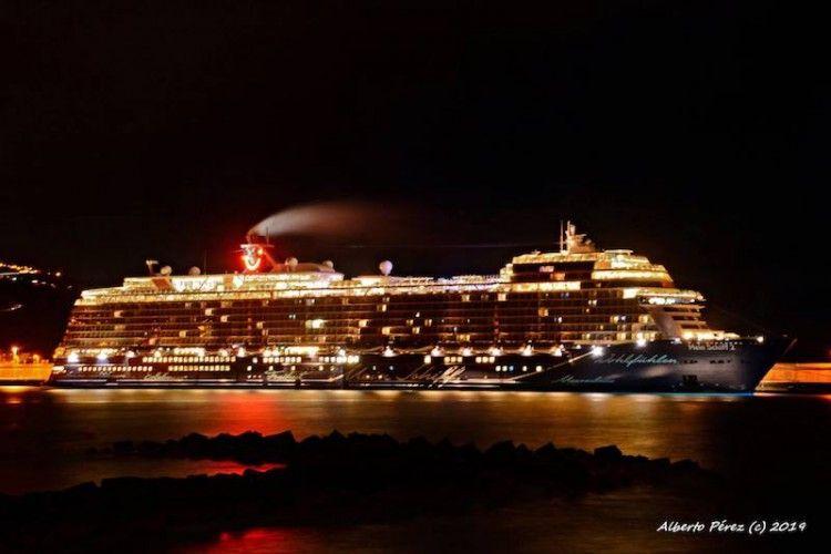 """Au no había amanecido cuando el buque """"Meen Schiff 2"""" ya estaba atracado"""
