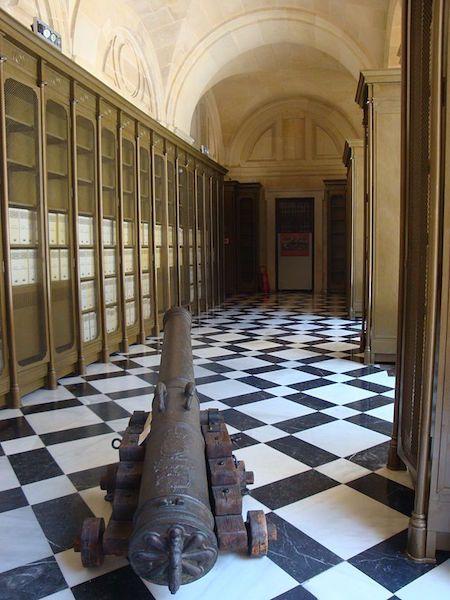 Uno de los pasillos del Archivo General de Indias