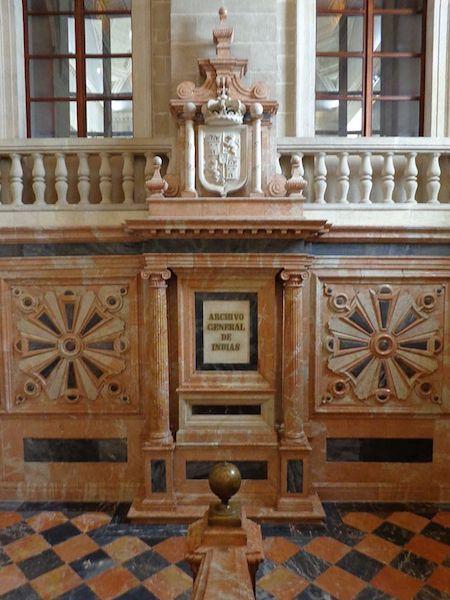 Detalle de la decoración de la escalera principal