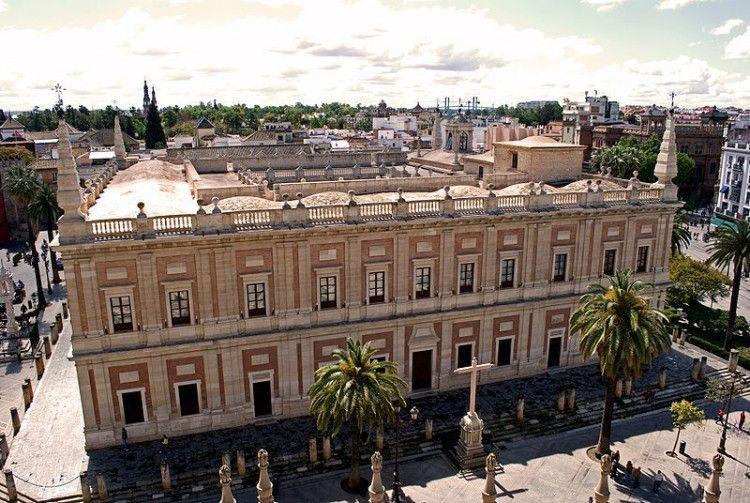 El soberbio edificio está emplazado en pleno casco histórico de Sevilla