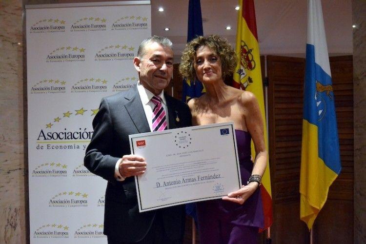 Paulino Rivero recogió el premio en nombre de Antonio Armas Fernández