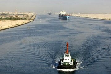 El canal de Suez aumenta facturación, pero no alcanza su objetivo para 2018