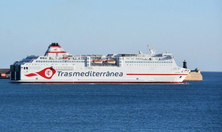 "El ferry ""Fortuny"" luce la nueva imagen corporativa de Trasmediterránea"