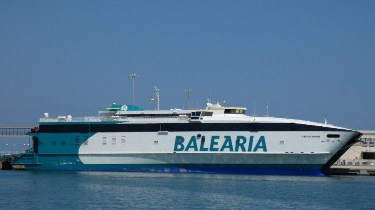 """El catamarán """"Cecilia Payne"""" se ha estrenado con mal pie en la línea Alcudia-Ciudadela"""